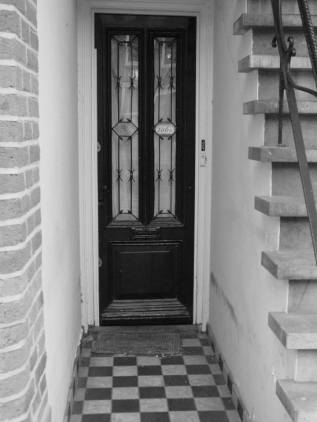 I loved taking photos of doorways when I lived in Amsterdam- and architecture